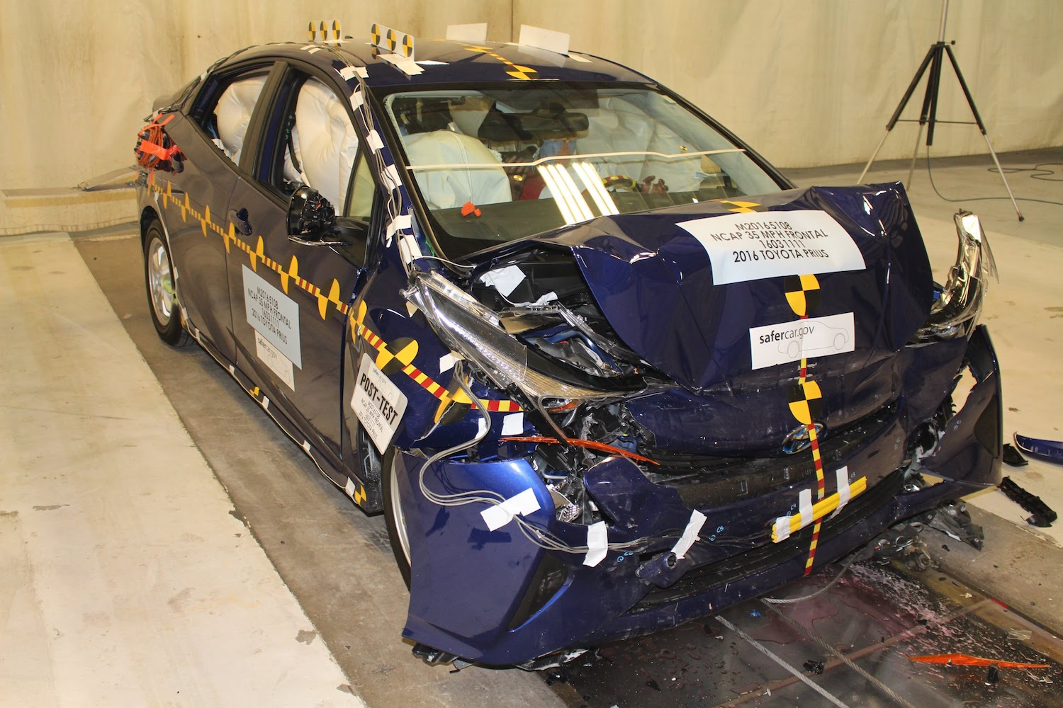 Toyota Prius, Prime perform well in NHTSA, IIHS crash tests
