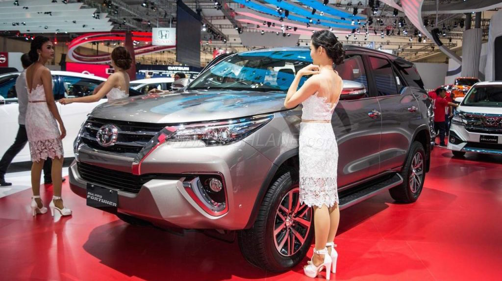 2016 Toyota Fortuner showcased at GIIAS