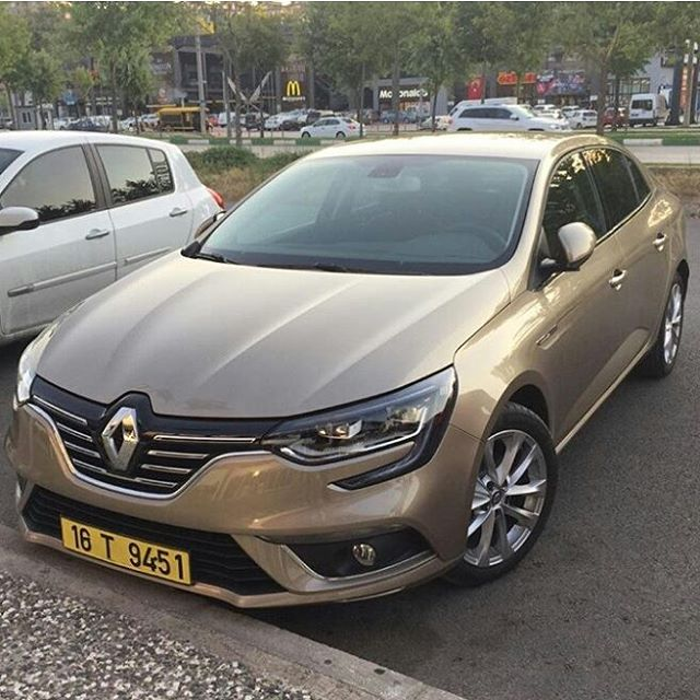 2016 Renault Megane sedan spy shot