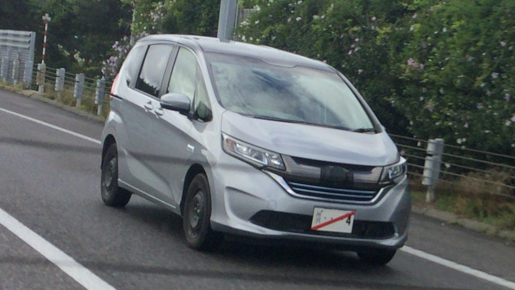 2016 Honda Freed mini MPV will be launched in Japan next month.