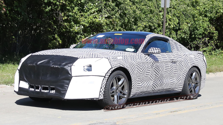 Refreshed Ford Mustang spy shot