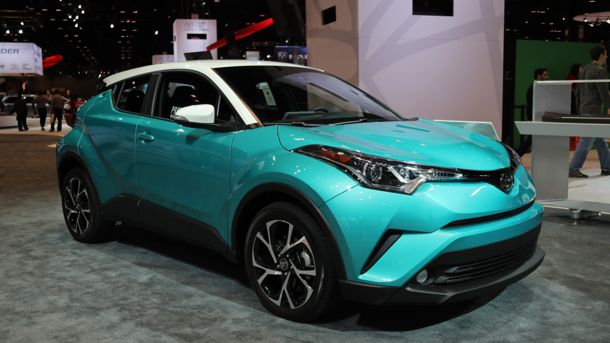 The 2018 Toyota C-HR will get a contrasting-color roof option, nifty teal paint