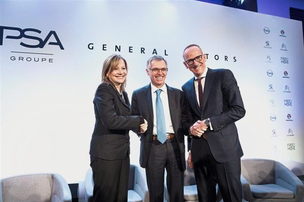 Tavares (centre) shakes hands with Mary Barra and Karl-Thomas Neumann, CEO Adam Opel AG