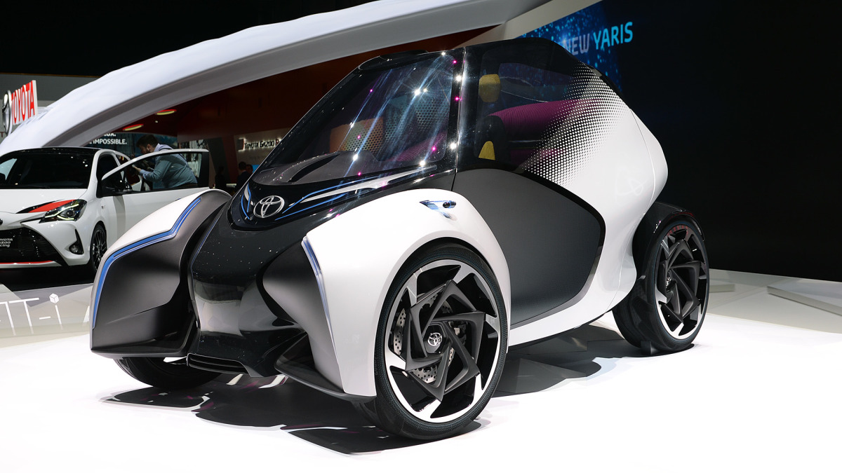 Toyota i-TRIL concept: 3-seat electric leans to the future