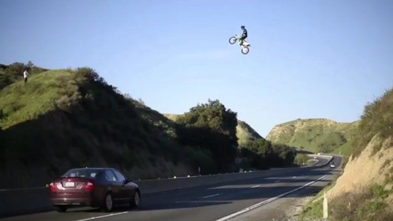 Man jumps a California freeway with his motorcycle and lands in trouble
