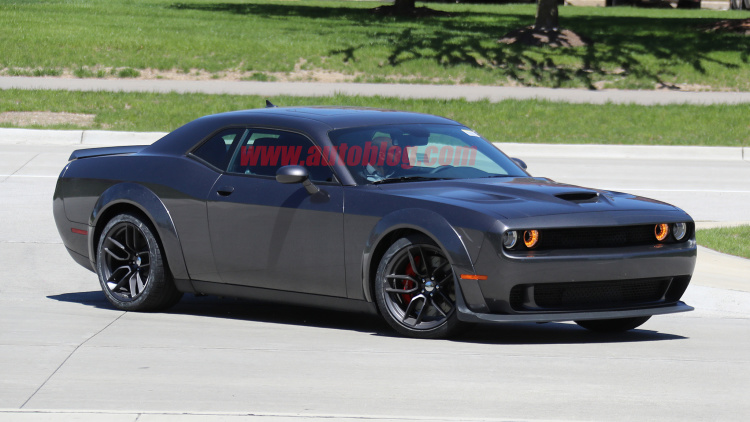 Widebody Challenger Hellcat spotted with no camouflage