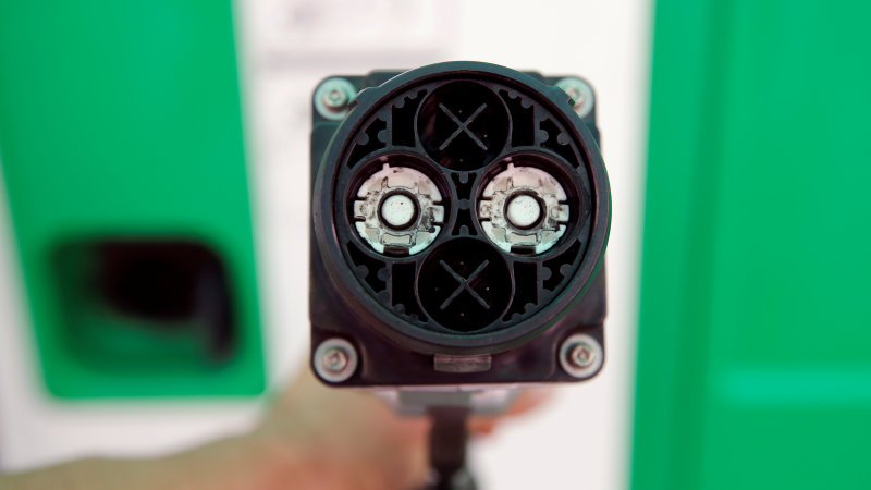 BP in talks with electric carmakers on service station chargers