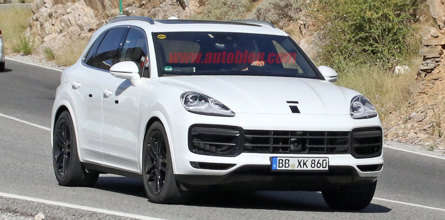 New Porsche Cayenne spotted with a different nose
