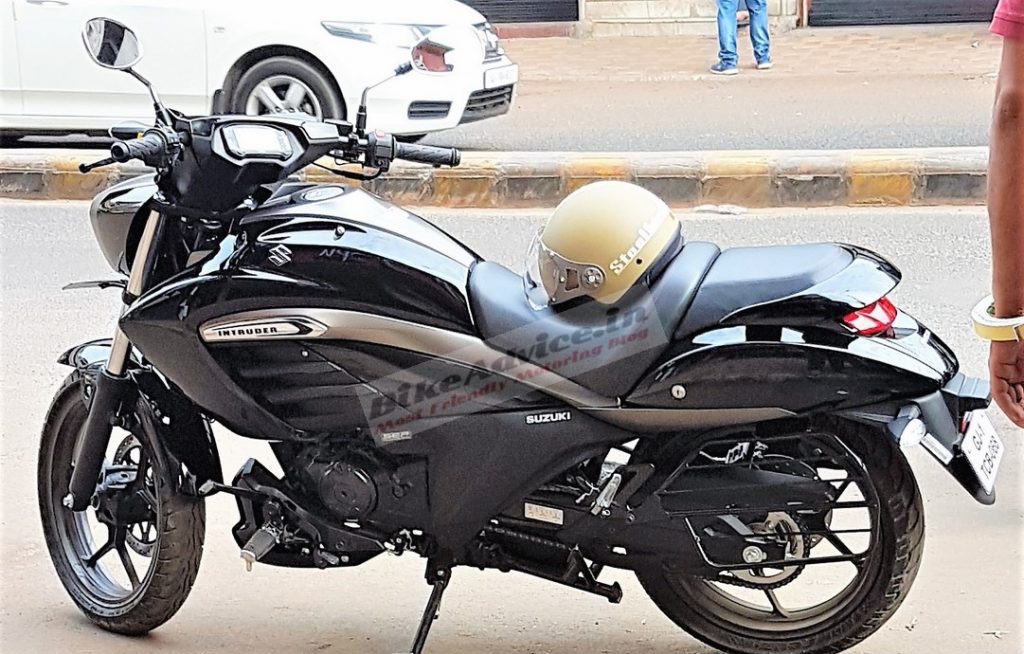 New photos completely expose the side & digital cluster of the Suzuki Intruder 150