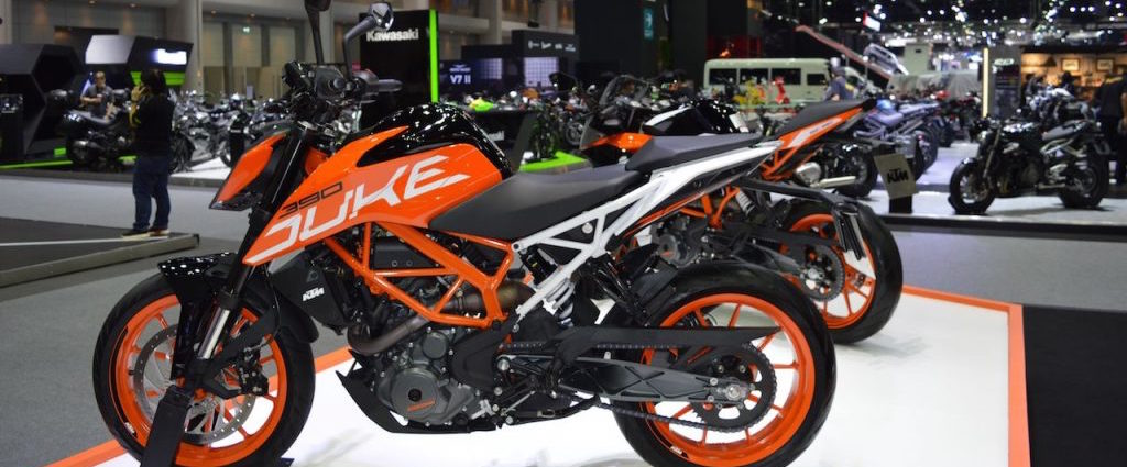 2017 KTM 390 Duke & 2017 KTM RC 390 at 2017 Thai Motor Expo