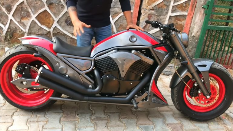 Wannabe Harley Davidson V-Rod is a Bajaj Avenger 220 underneath