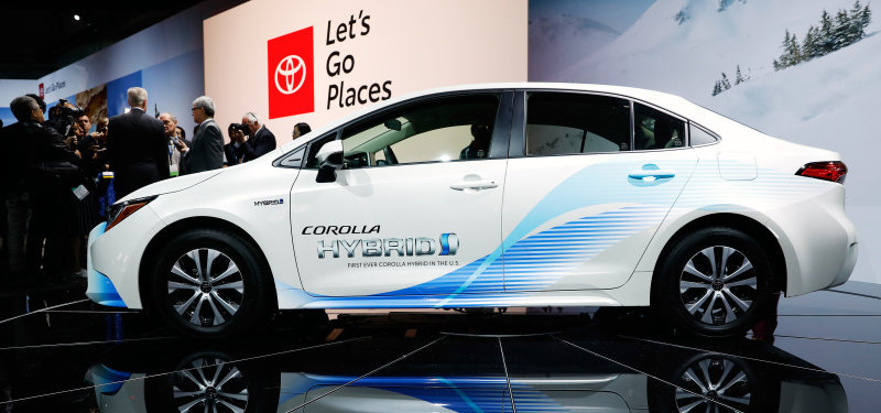 Toyota's hybrid strategy: Patents are free, the hardware will cost you