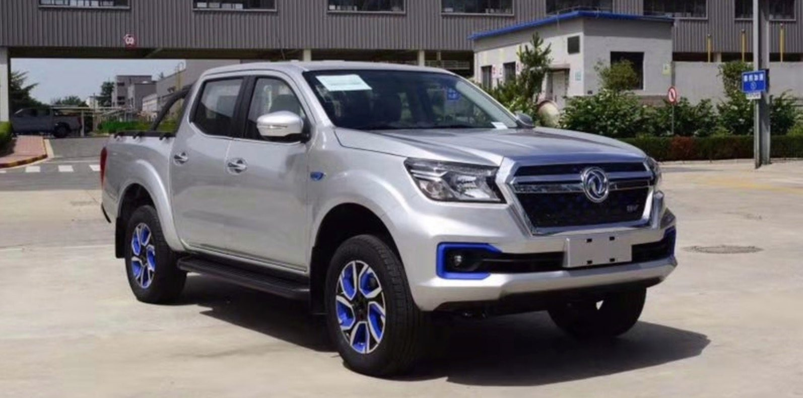400 km Nissan Dongfeng Electric Pickup Truck Revealed: Video