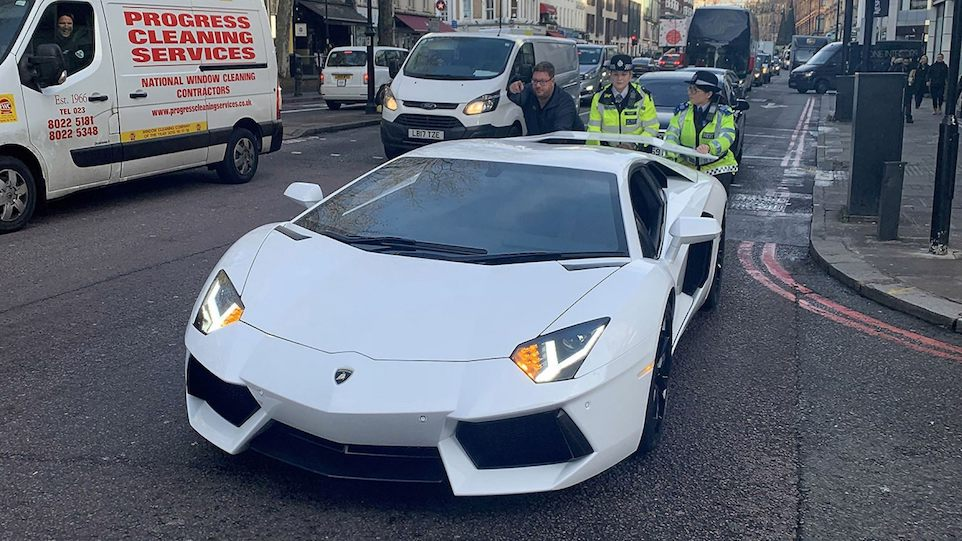 Crowd Laughs as Policewomen Push Lamborghini After Breaking Down Outside Harrods