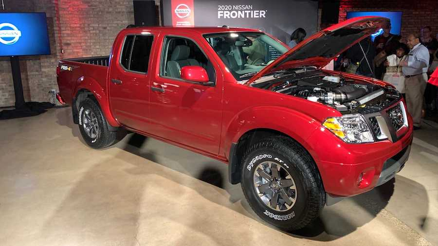 2020 Nissan Frontier Gets New Engine, Same Looks