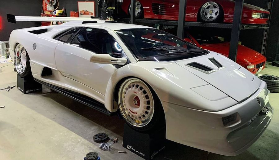 "Lamborghini Diablo Slammed on ""Turbofan"" Wheels Looks Radical"