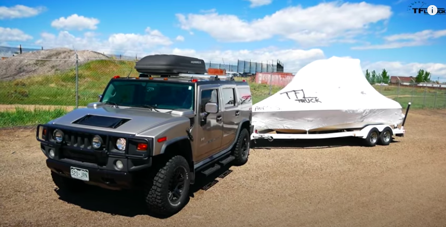 Watch Hummer H2 Do 0-100 km/h Test While Towing Boat
