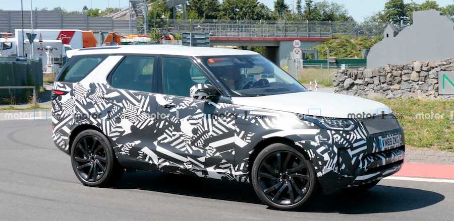 2021 Land Rover Discovery Spied Hiding A Mid-Cycle Facelift
