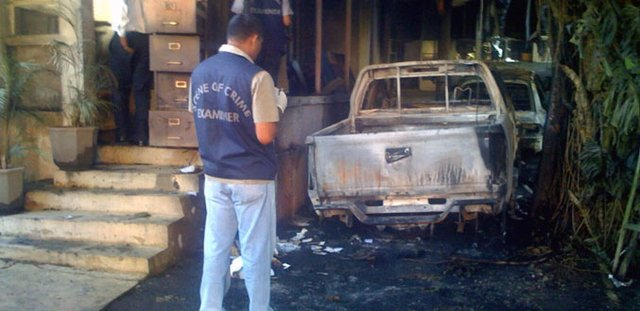 Two vehicles were torched in front of Harish Boodhoo house, Belle Terre