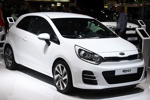 2015 kia rio freshens up for france localis. Black Bedroom Furniture Sets. Home Design Ideas