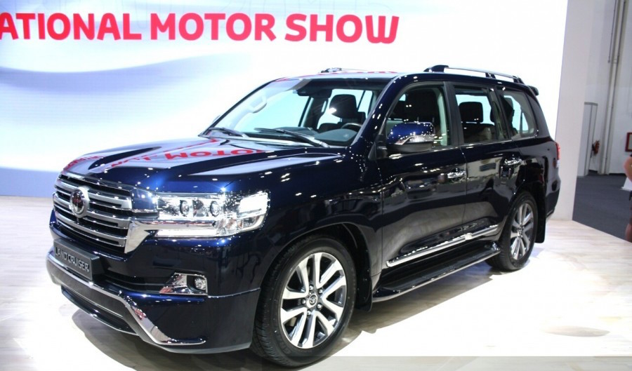 2016 Toyota Land Cruiser Launched In India And Showcased