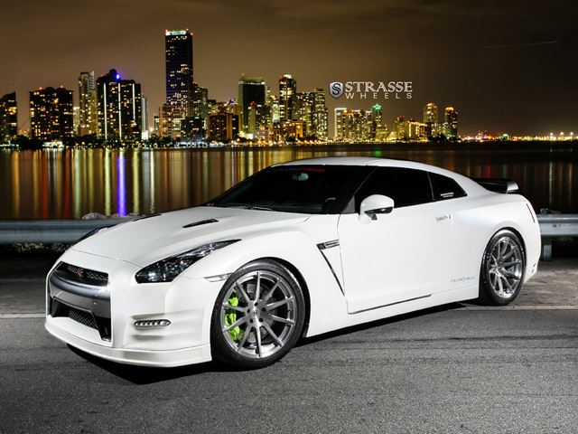 Pearl White Nissan GT-R Black Edition