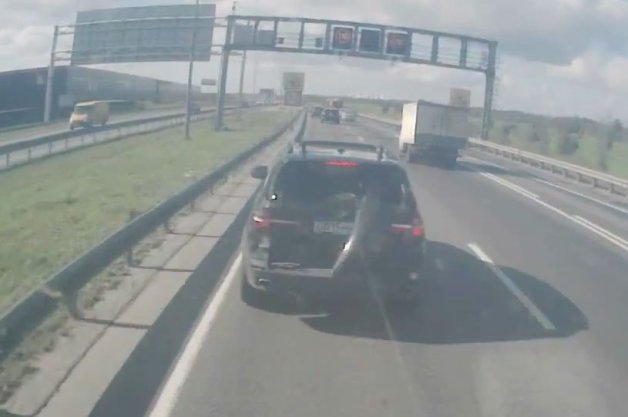 BMW X5 Driver Repeatedly Fails to Understand Big Rig Braking Distances