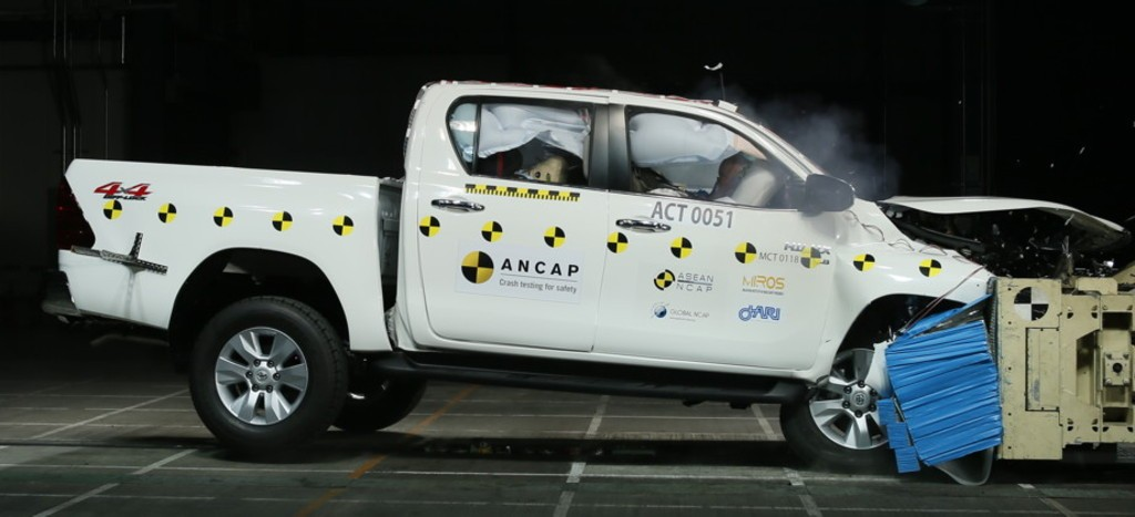 India-Bound 2016 Toyota Fortuner Scores 5/5 in Crash Test