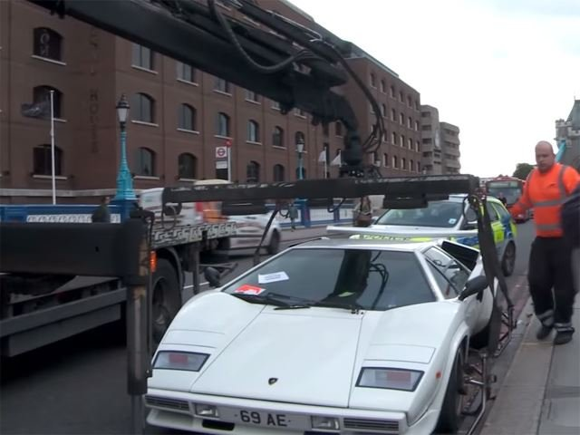 Abandoned Lamborghini Countach Towed After Blocking Traffic