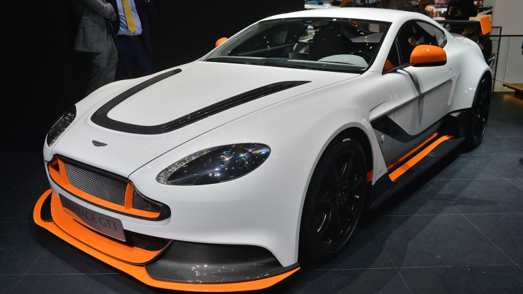 aston martin vantage gt3 gets it done the old fashioned way