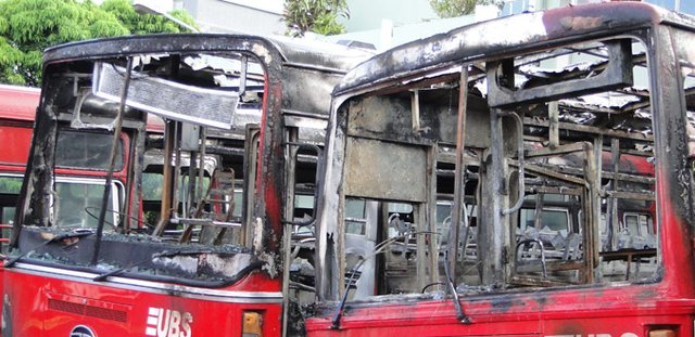 Cité Vallijee: 2 United Bus Service Buses Destroyed by Fire in Garage