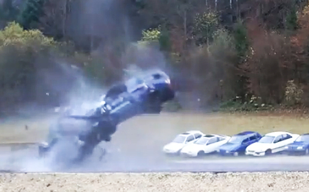 Watch this 200 km/h Car Crash Simulation