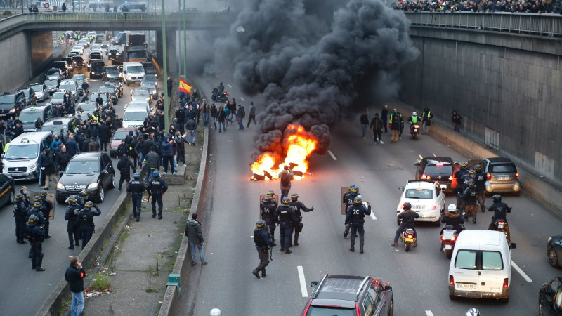 Angry French Taxi Drivers Block Paris Road to Protest Uber