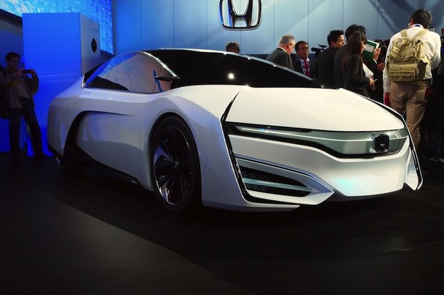Honda FCEV Is the Hydrogen-Powered Spaceship We'll Be Piloting in 2015