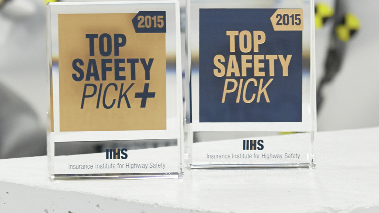 IIHS 2015 Midsize SUV Small-Overlap Front Crash Test