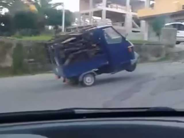 This is Why We Have Pickup Trucks: Watch a Piaggio Ape 50 Fail to Climb a Hill