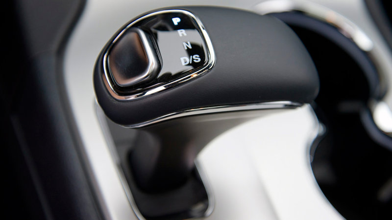 FCA Facing Class-Action Lawsuit Over Grand Cherokee Shifters