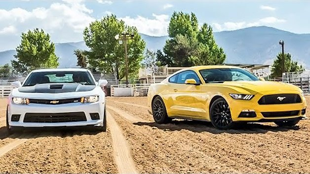 Motor Trend Pits Camaro 1LE vs Mustang with Performance Pack, Surprises Ensue