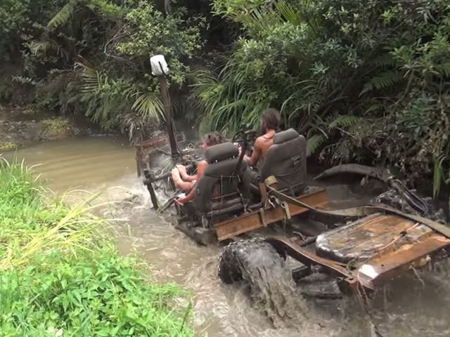 New Zealand Rednecks Create Apocalyptic Off-Roader That Runs Underwater