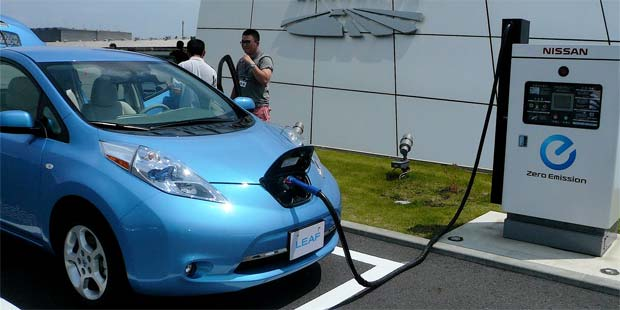 british nissan leaf drivers will be able to sell spare electricity. Black Bedroom Furniture Sets. Home Design Ideas
