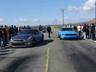 Tuned Nissan GT-R Goes Up Against Heavily Nitroused Ford Mustang on the Street