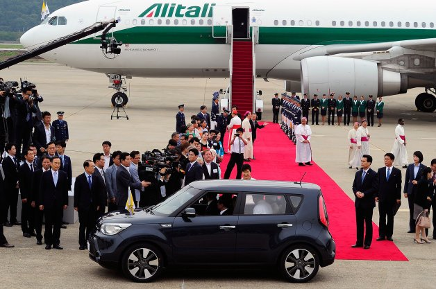 Pope Francis Chauffeured Around Korea in a Kia Soul