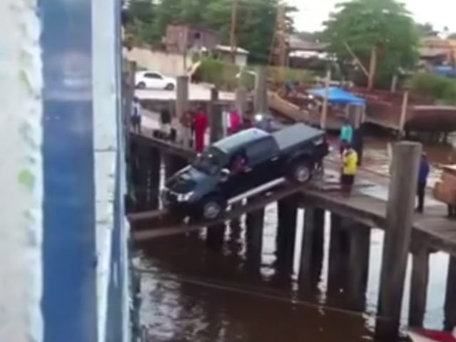 This Is the Most Insane Way to Load a Pickup Truck Onto a Ship