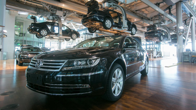 VW Needs Cash, Temporarily Closes Phaeton Plant in Dresden