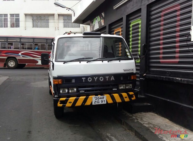 1991 Toyota Towing in Port Louis, Mauritius