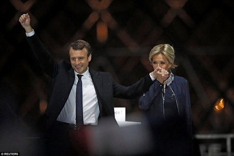 Emmanuel Macron and his wife