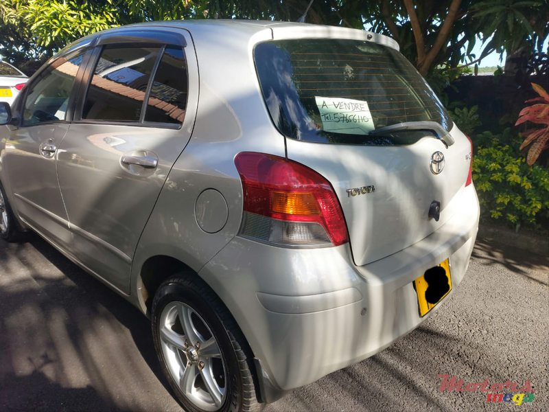 2011 Toyota Yaris Hatchback locale in Terre Rouge, Mauritius - 2