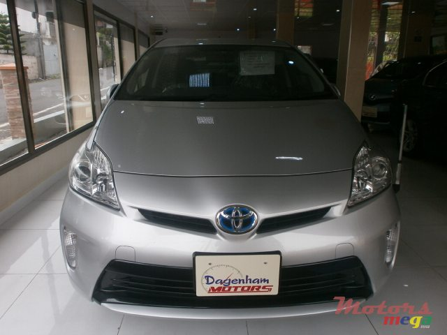 2013 39 toyota prius plug in hybrid for sale 685 000 rs dagenham motors curepipe mauritius. Black Bedroom Furniture Sets. Home Design Ideas