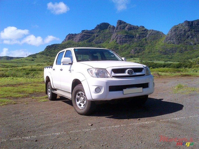 2009' Toyota Hilux 2 5 TURBO DIESEL 2x4 for sale - 590,000