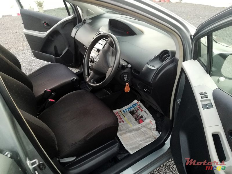 2006 Toyota Yaris Manual in Roches Noires - Riv du Rempart, Mauritius - 5